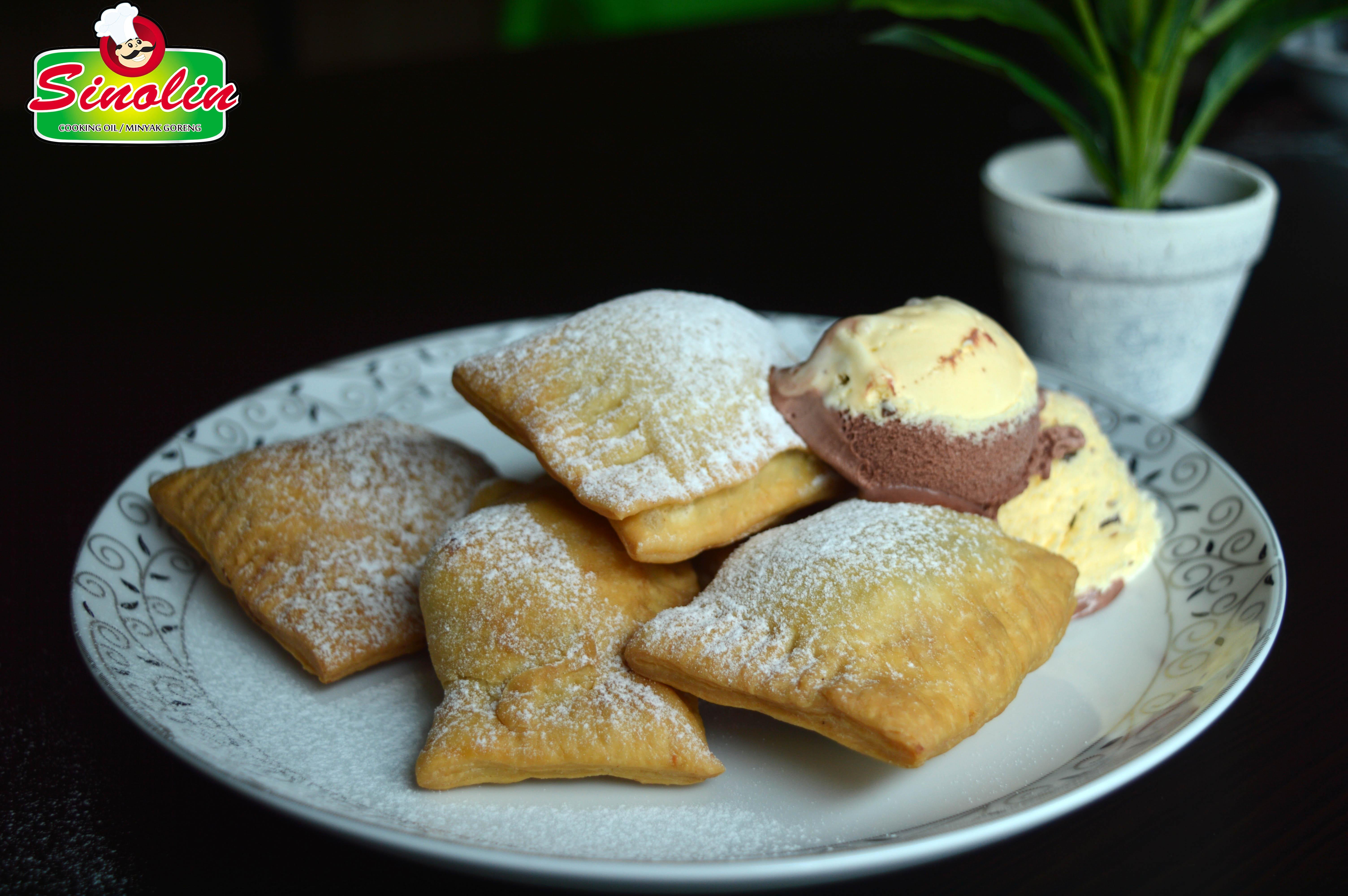 Sweet ravioli with cashew nut and chocolate by Dapur Sinolin