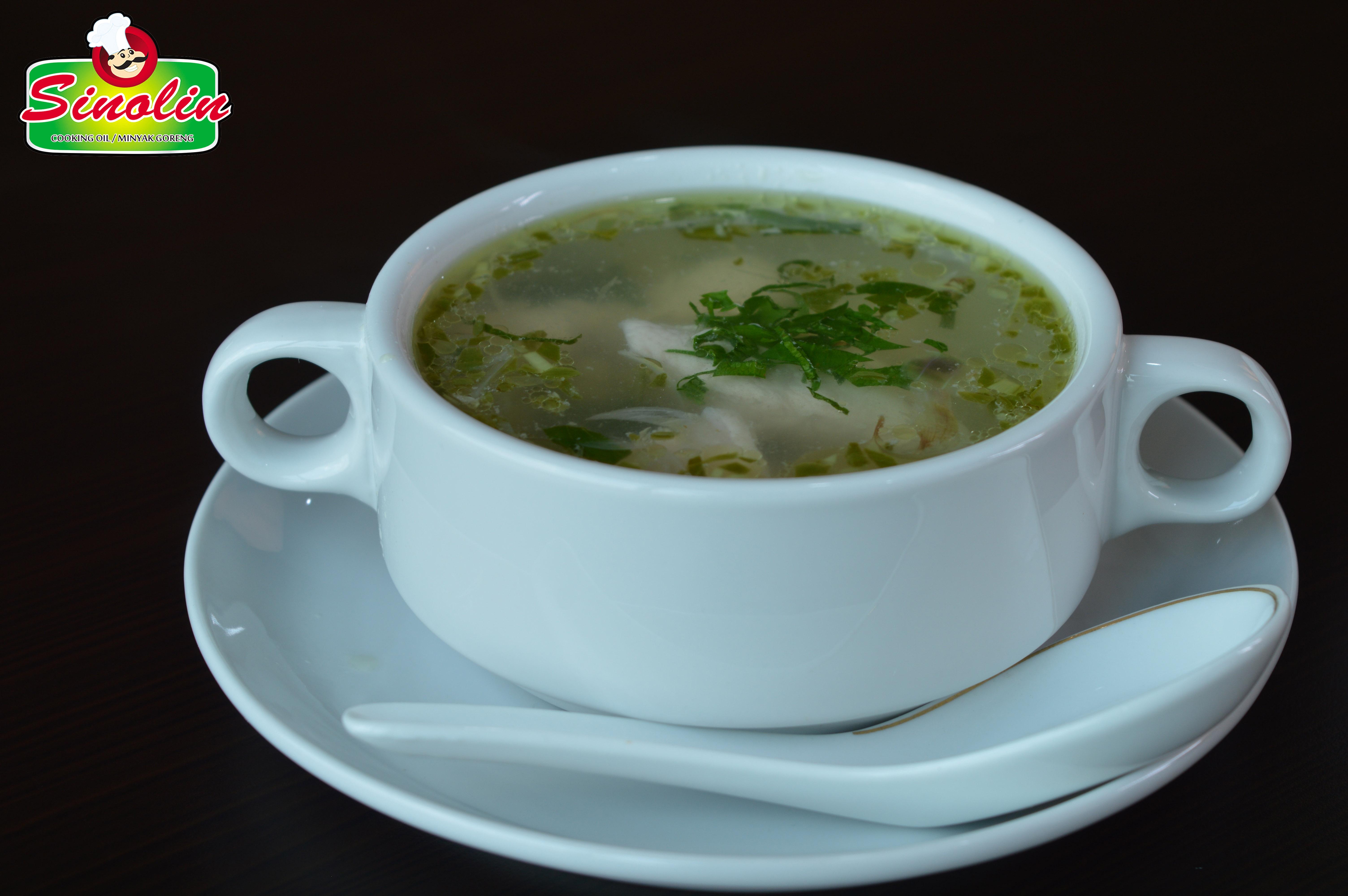 Sup ayam pedas dengan cabe hijau oleh Dapur Sinolin