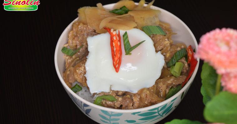 Gyudon (Japanese Beef Bowl)  by Dapur Sinolin