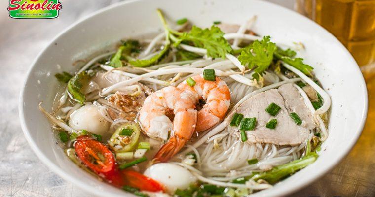 Sup dengan bakso ayam Thailand Oleh Dapur Sinolin