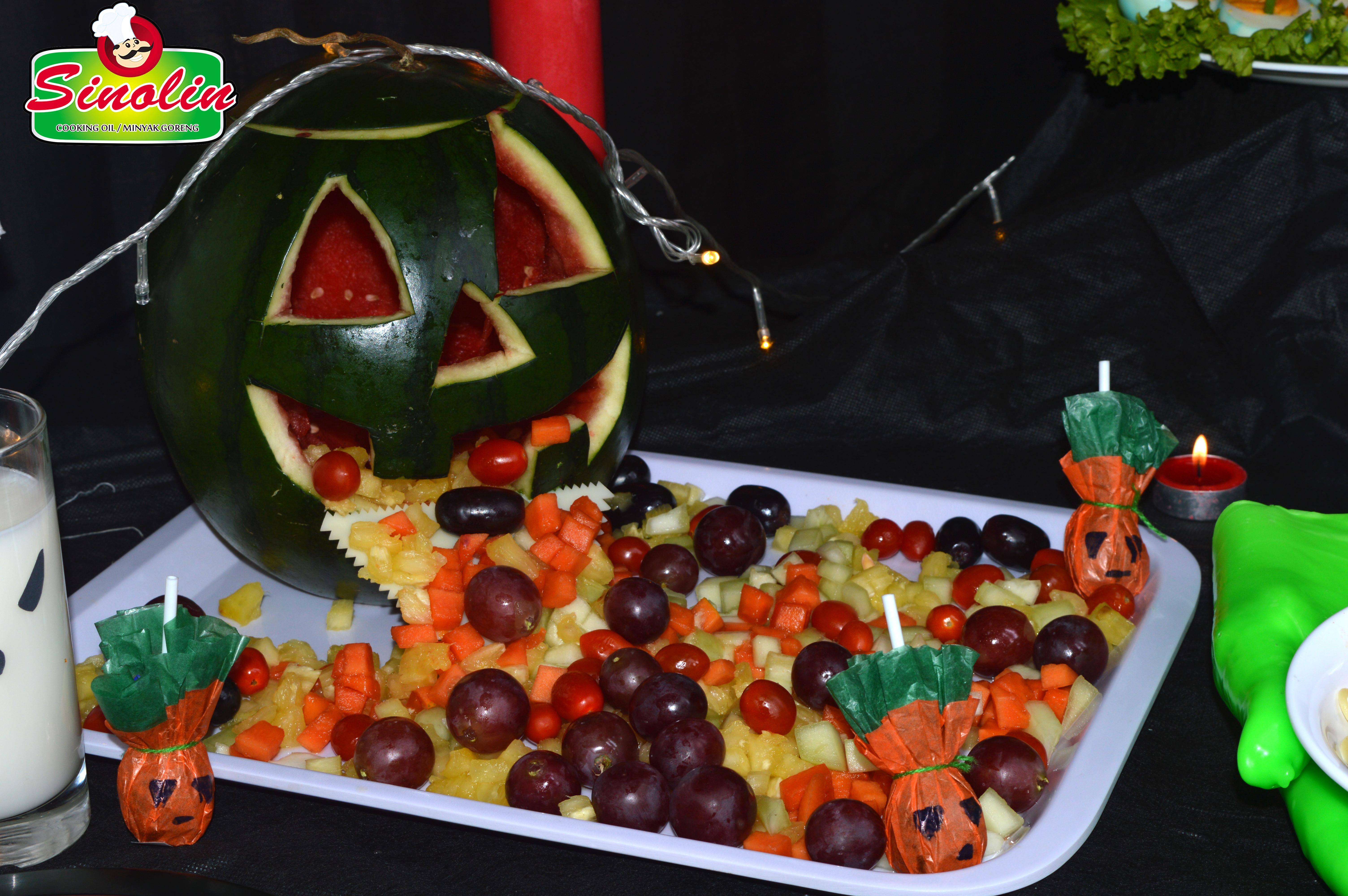 Semangka jack-o'-lantern oleh Dapur Sinolin