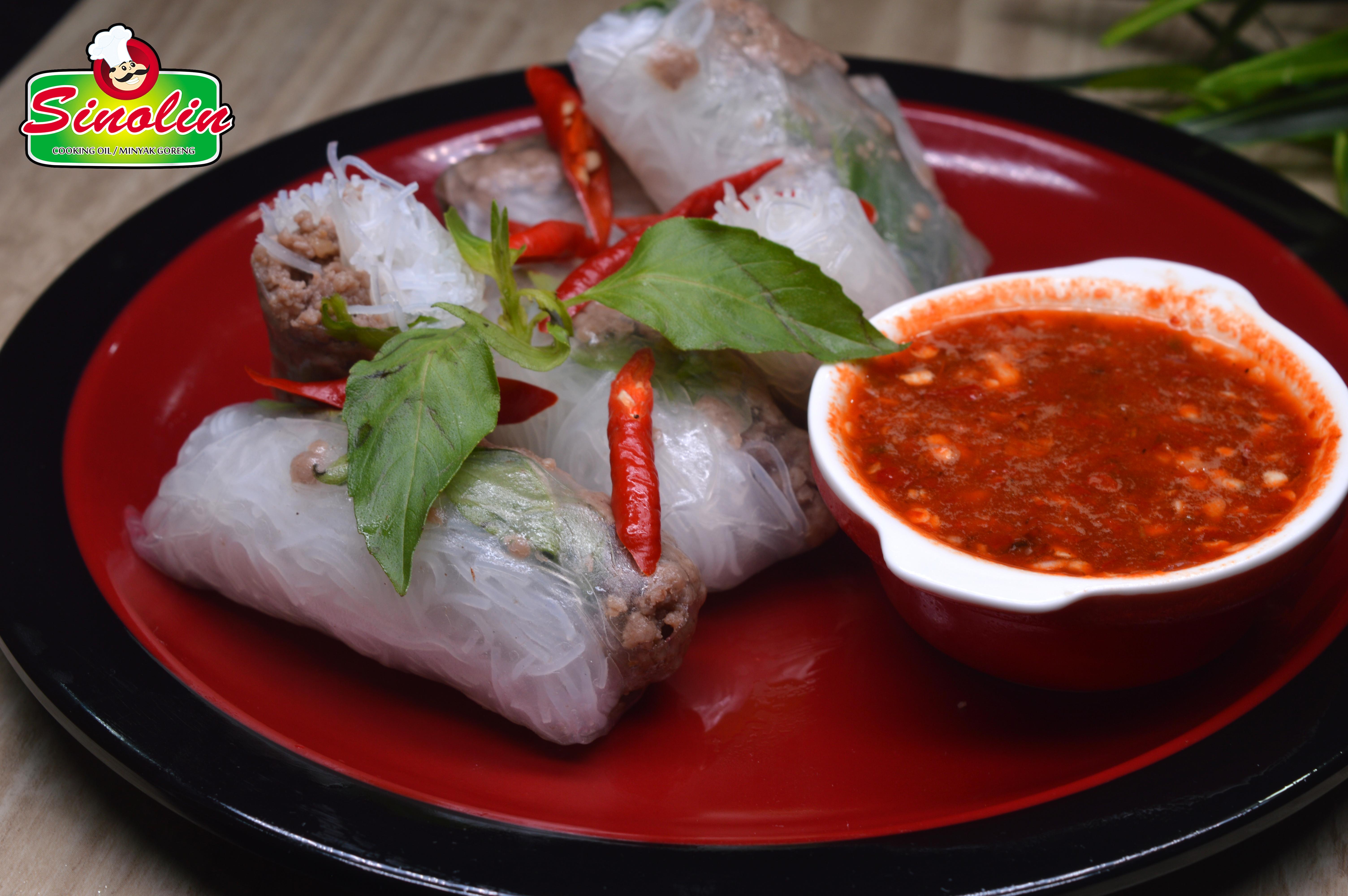 Beef mince rice paper rolls oleh Dapur Sinolin