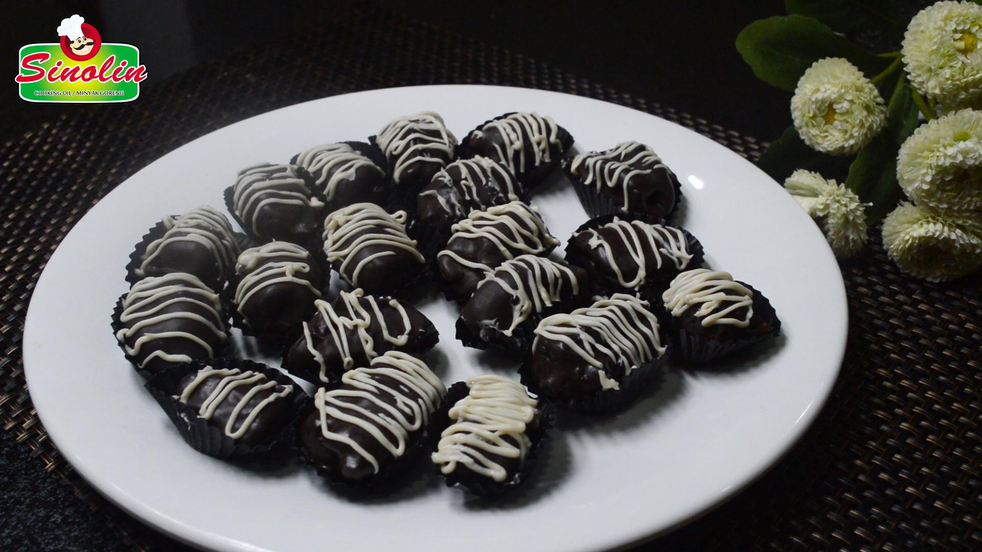 Chocolate Date Filled with Cashews By Dapur Sinolin