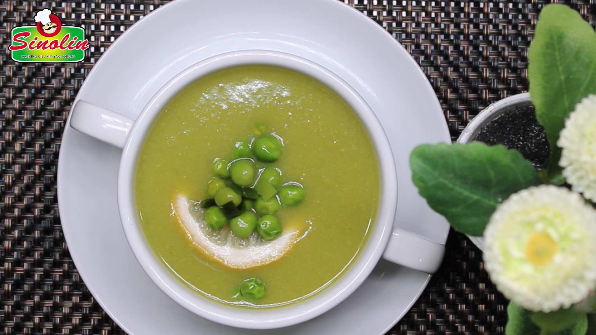Dairy-free pea and leek soup By Dapur Sinolin
