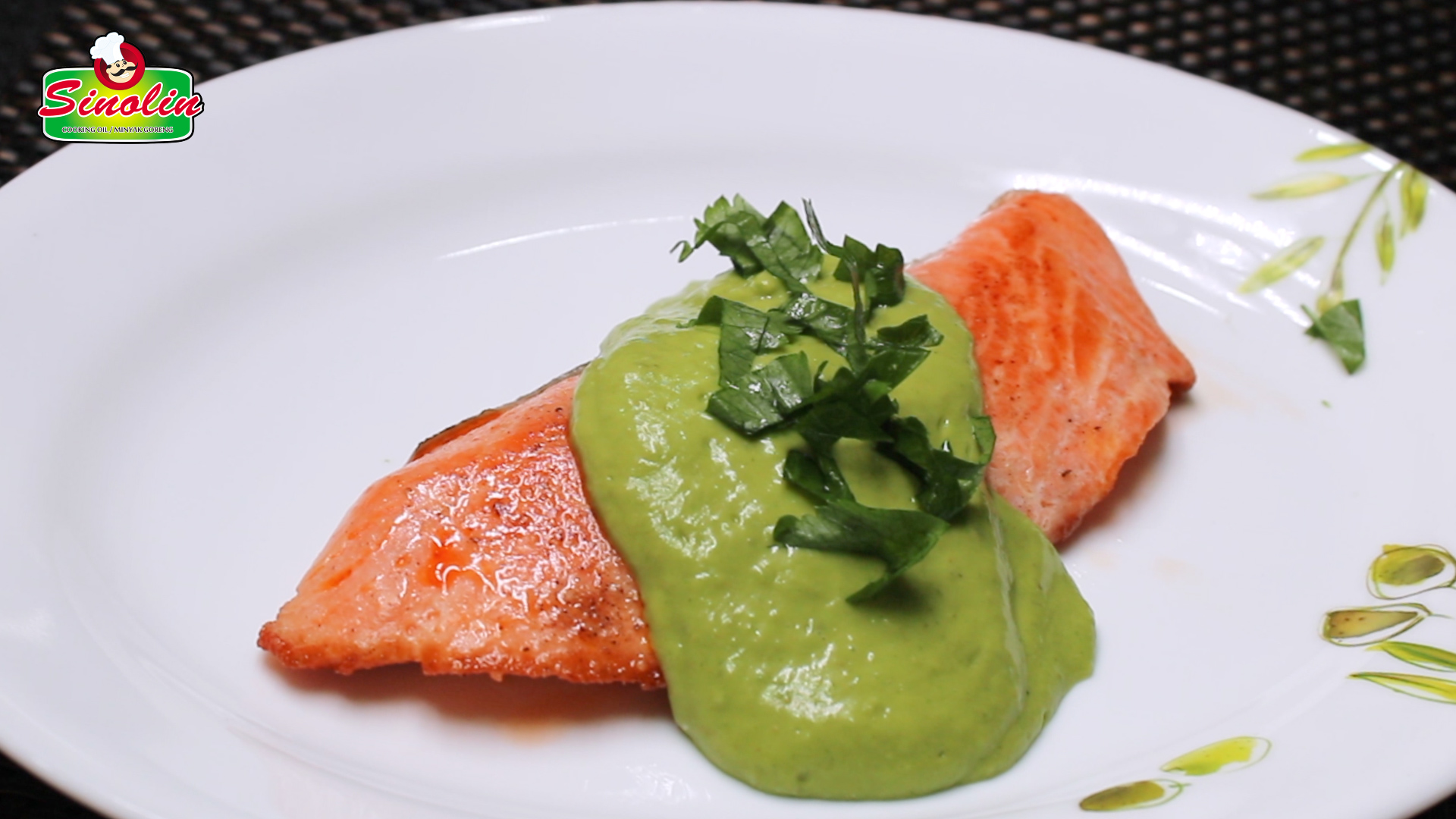 Pan-Seared Salmon with Creamy Avocado Sauce by Dapur Sinolin