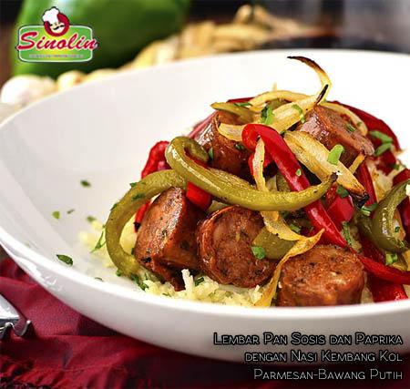 Lembar Pan Sosis dan Paprika dengan Nasi Kembang Kol Parmesan-Bawang Putih oleh Dapur Sinolin