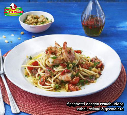 Spaghetti dengan remah udang cabai, salami & gremolata Oleh Dapur Sinolin