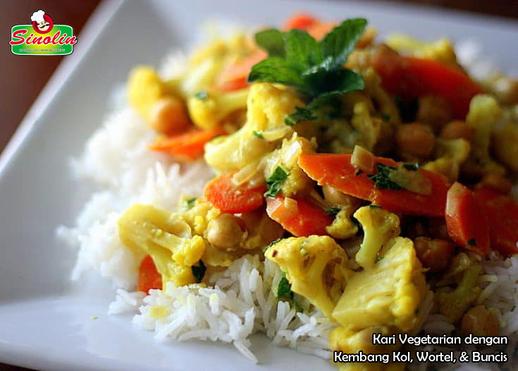 Vegetarian Curry with Cauliflower, Carrots, & Chickpeas By Dapur Sinolin