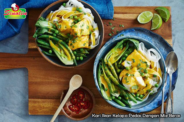Spicy coconut fish curry with rice noodles By Dapur Sinolin