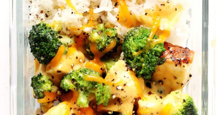 Keju Brokoli, Semangkuk Nasi dengan Ayam Oleh Dapur Sinolin